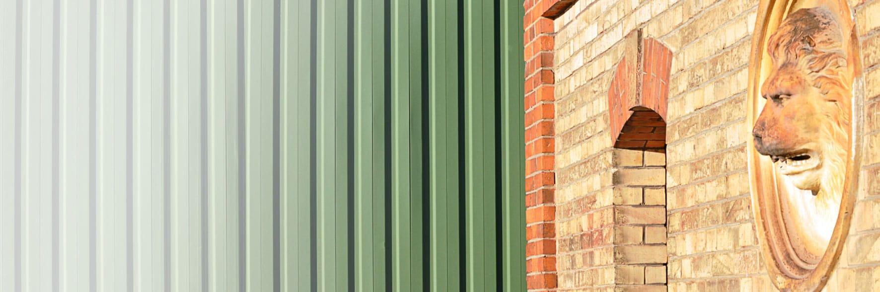Gebäudefassaden des Werksgeländes